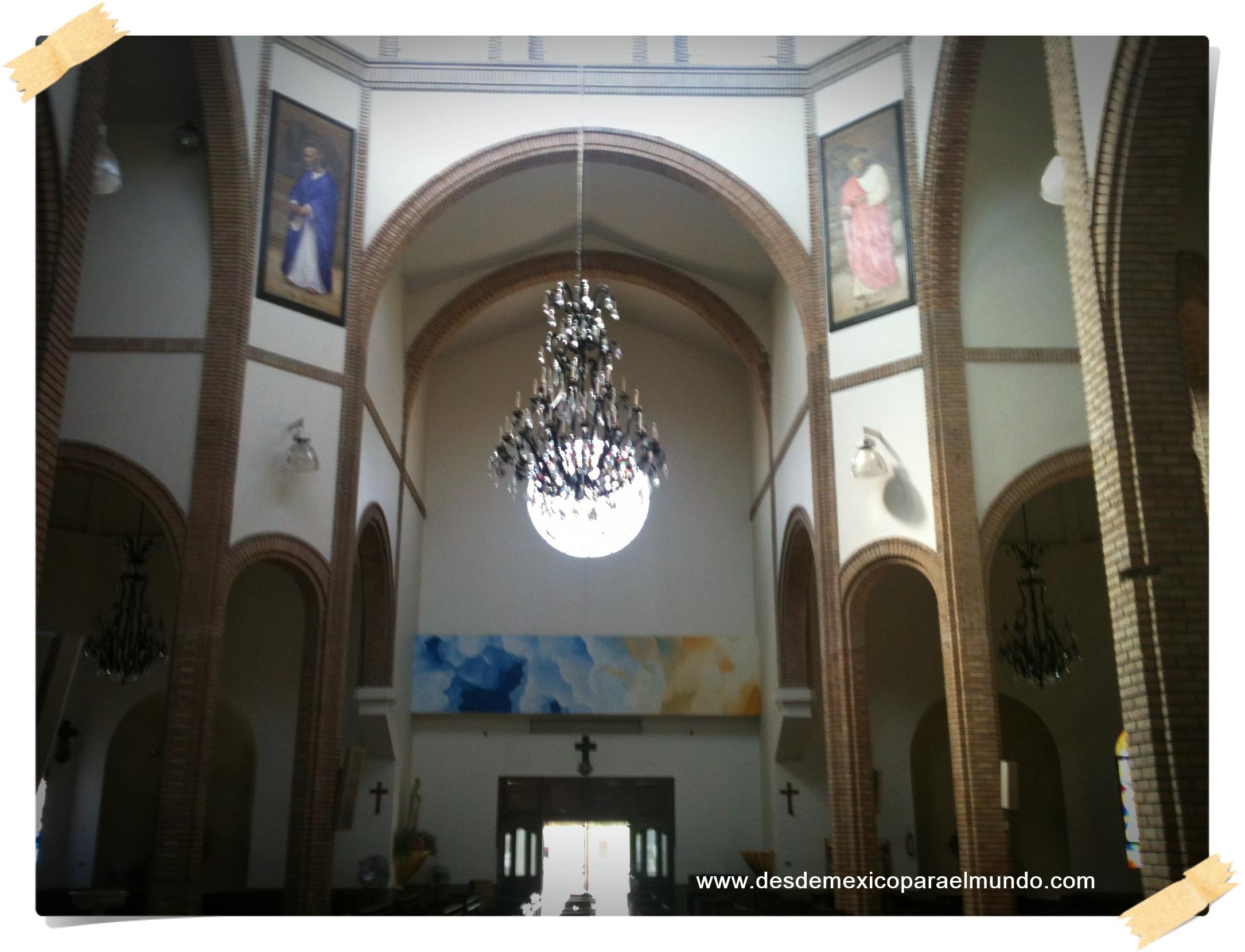 Interior de una iglesia en Allende, Nuevo León.